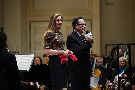 Chihuly with WQXR's Elliott Forrest at the orchestra's Carnegie Hall performance in February 2014. (Photo: Brandon Patoc)